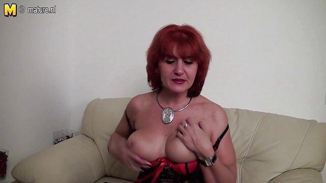 Ashley en una videos de maduras en lenceria locación vintage xxx