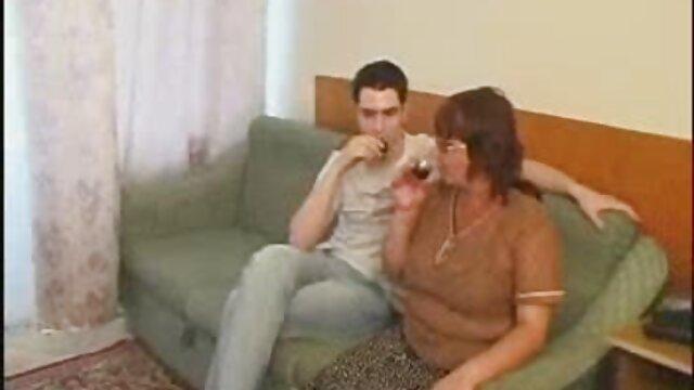 Mujer mostrando pequeños labios de cerca maduras nx
