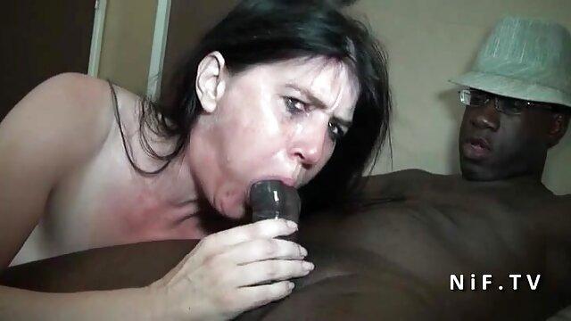 Morena lesbiana se tira pedos durante la ver videos xxx de maduras digitación anal