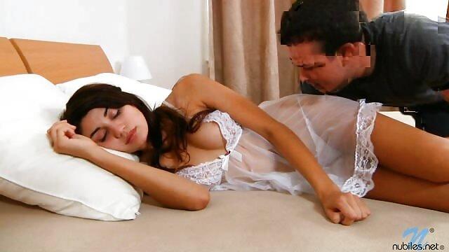 Puta flaca cede sexualmente videos caseros de maduras infieles