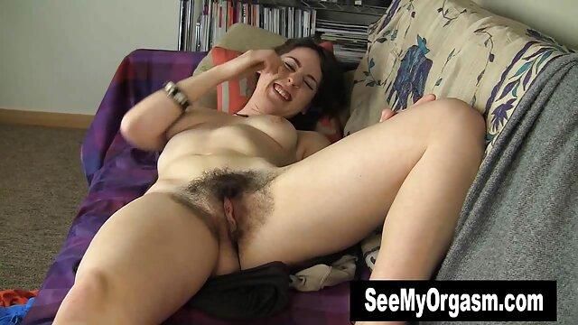 Chica madura aprieta el extremo gordo de su mujeres mayores cojiendo amado