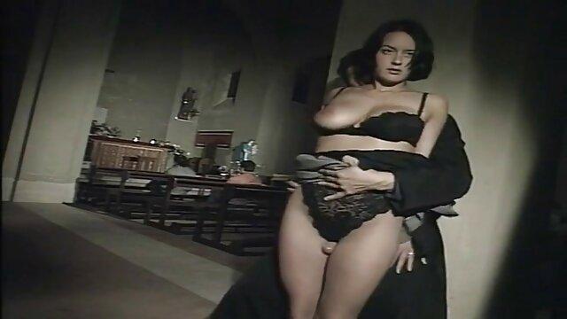 Sexo en una tienda porno señoras xxxx