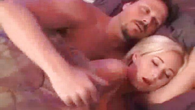 Orgasmo sesentonas desnudas trío con placer