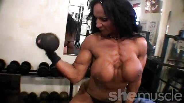 RUSO: Sexo casero videos xxx caseros de maduras con esposa en la cocina