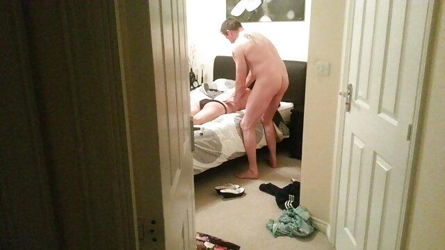 Follada a una bella pornodemaduras en la cocina