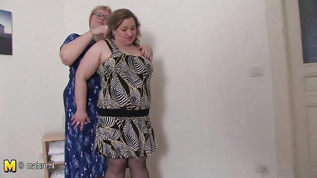 Follando a la maduritas peluditas chica en las escaleras
